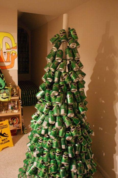 Елка из пивных бутылок (11 фото)