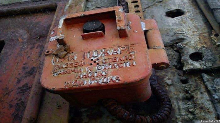 Заброшенный военный объект (70 фото)