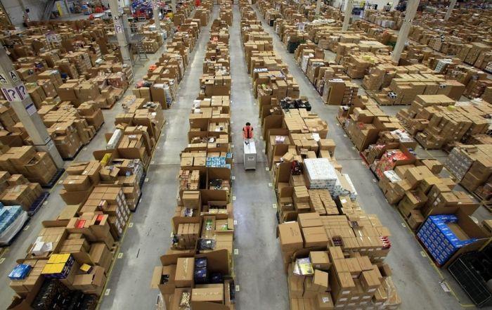 Склад интернет-магазина Amazon (12 фото)
