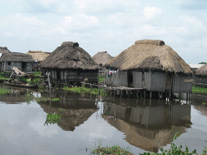 http://cdn.trinixy.ru/pics4/20111206/ganvie_benin_west_africa_06.jpg