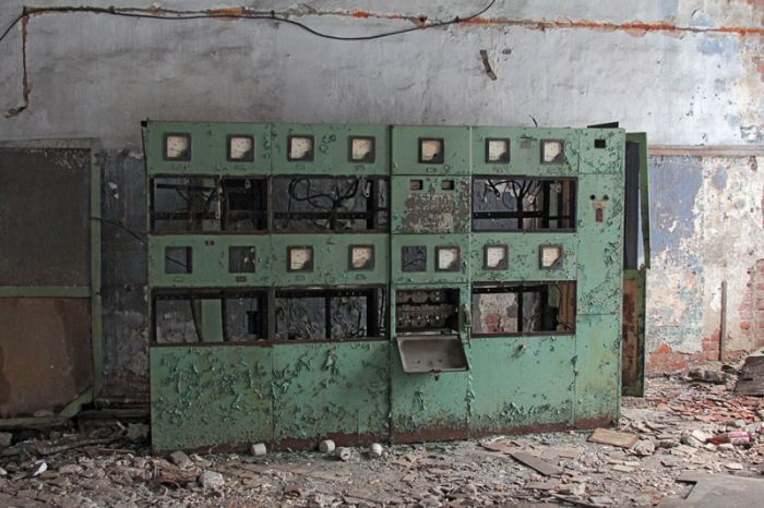 Заброшенное депо (18 фото)