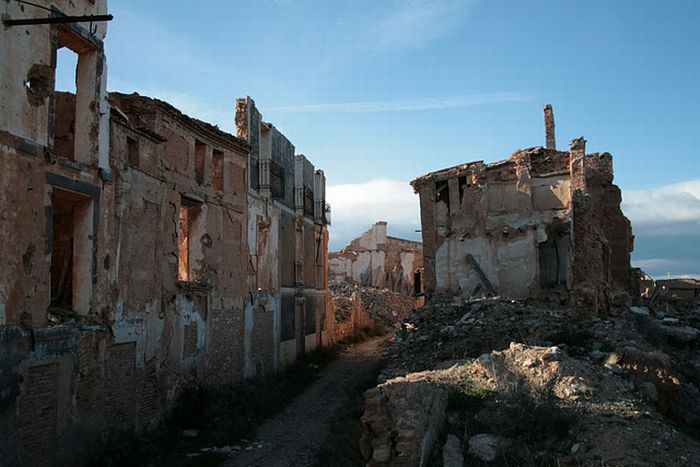 Бельчите. Город-призрак Испании (47 фото)