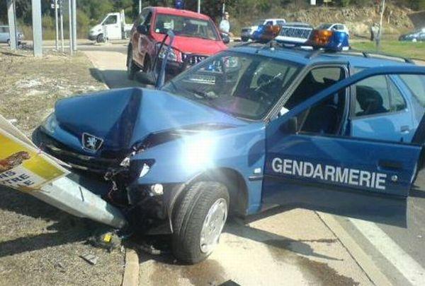 Разбитые полицейские автомобили (125 фото)