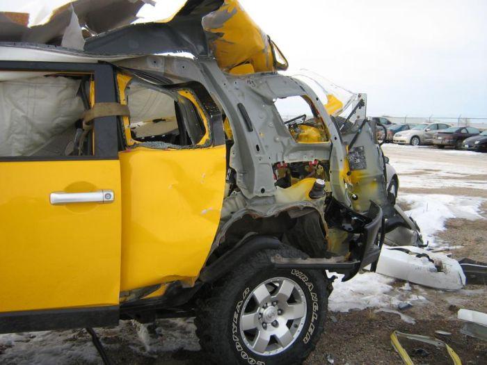 Автомобиль после взрыва (7 фото)