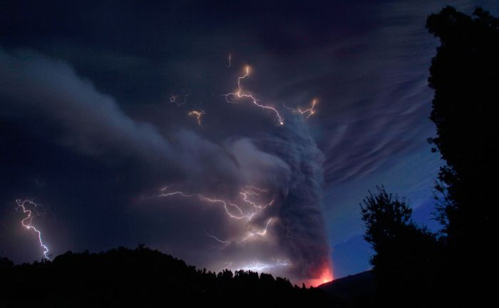 Извержение вулканов вэтом году (35 фото)