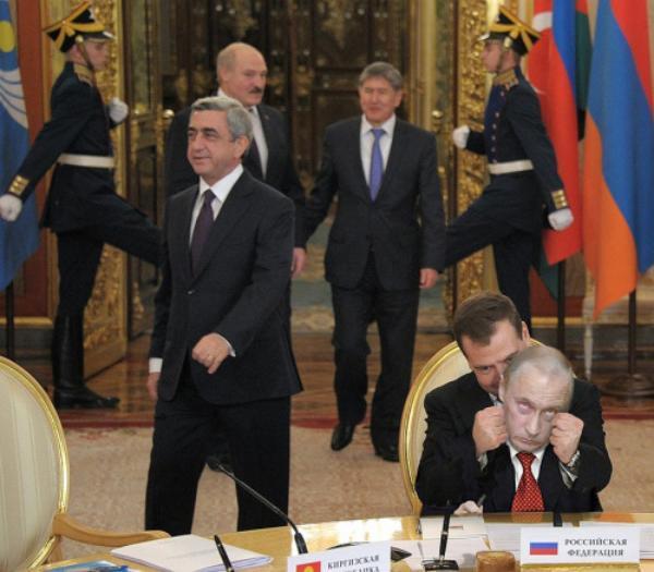 Классные фотожабы на президента Дмитрия Медведева (18 фото + 2 гифки)