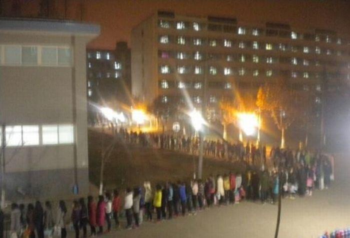 Китайские студенты идут в душ (6 фото)