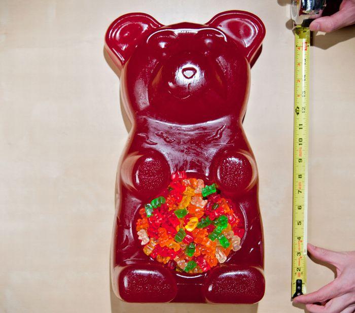 10 жетонов.  Этот гигантский, почти полуметровый сладкий мишка обладает...