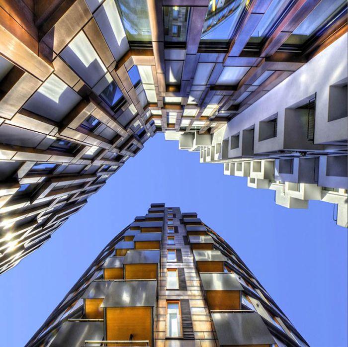 Небо в рамке от зданий (20 фото)