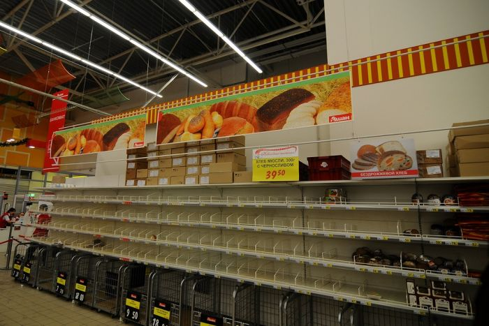 Гипермаркет в преддверии Нового года (7 фото)