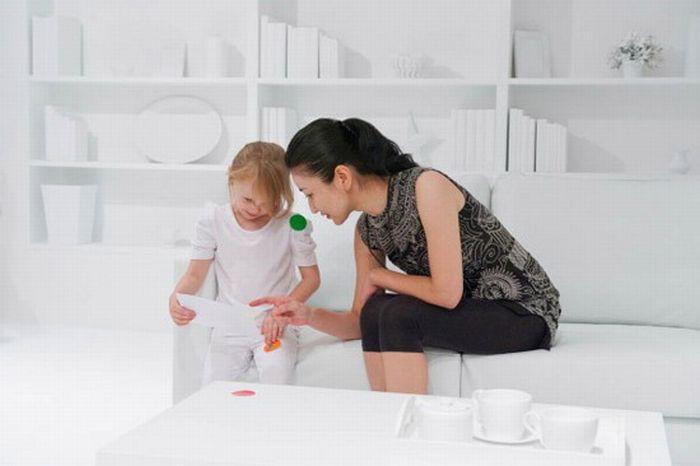 Дети и белая комната (7 фото)