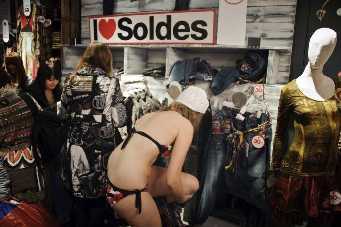 Голая распродажа (44 фото)