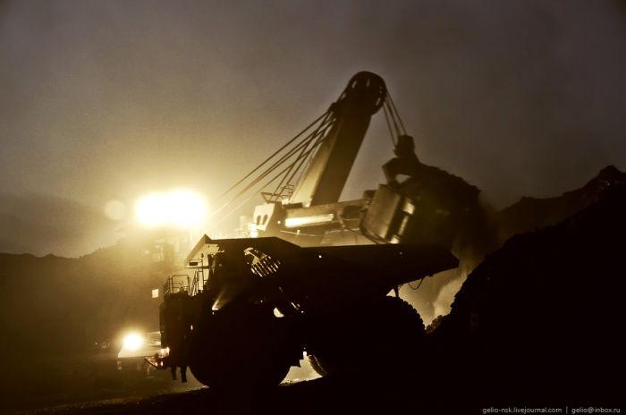 """""""БелАЗ 75600"""" - самый большой самосвал в СНГ (36 фото)"""