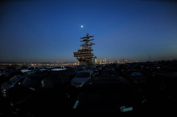 Для чего американцам нужен авианосец (7 фото)