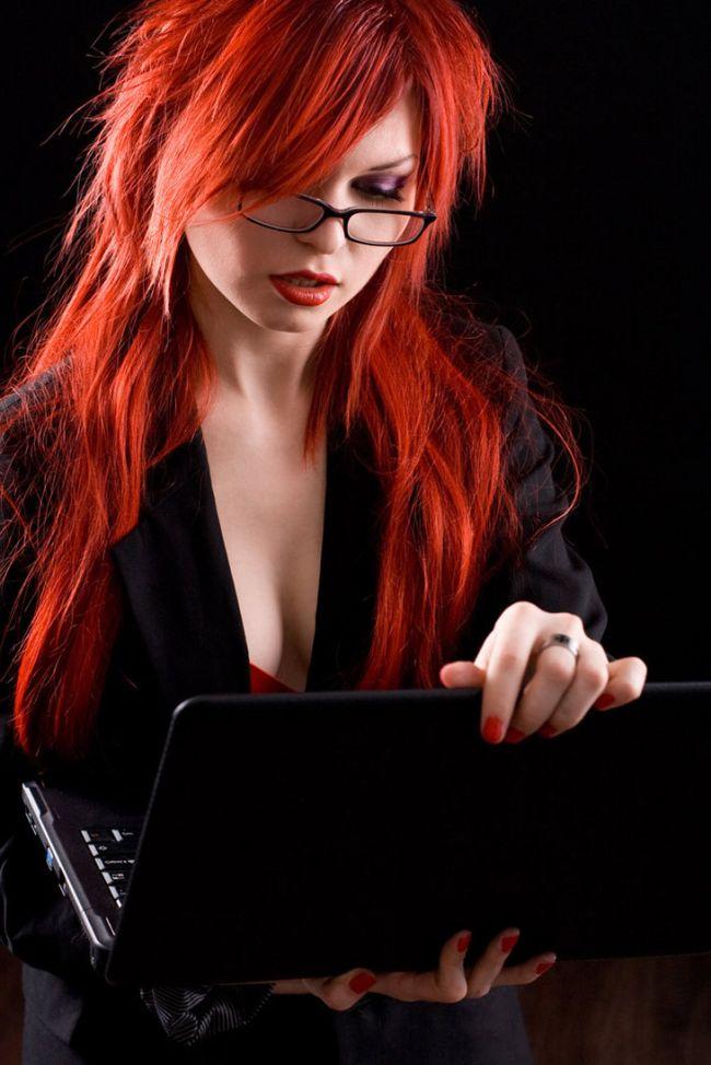 Девушки, которые никогда не расстаются со своими ноутбуками (25 фото)