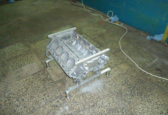 Стеклянный столик из мотора (15 фото)