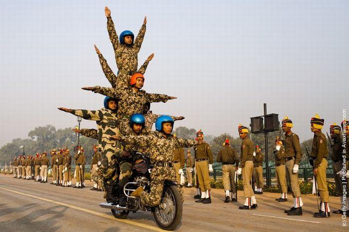 Индийские солдаты репетируют парад (14 фото)