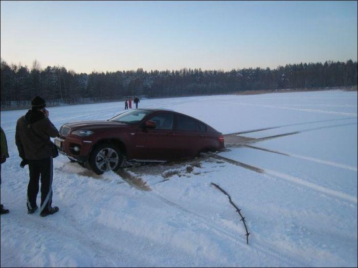 Провал под лед в Латвии (6 фото)