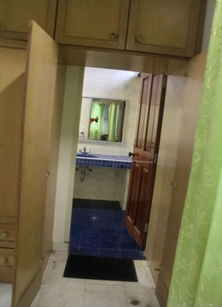 Шкаф с секретом (3 фото)