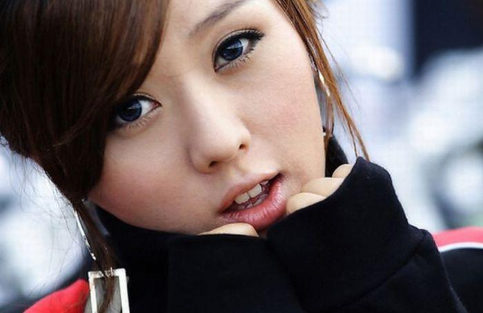 Азиатские девушки фотографируются (96 фото)