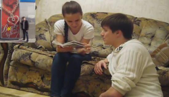Креативный способ сделать девушке предложение (video)