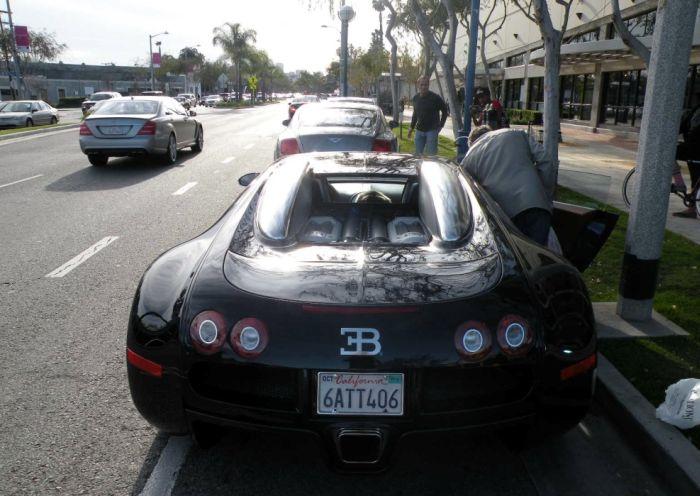 Симпатичный пассажир в Bugatti Veyron (10 фото)
