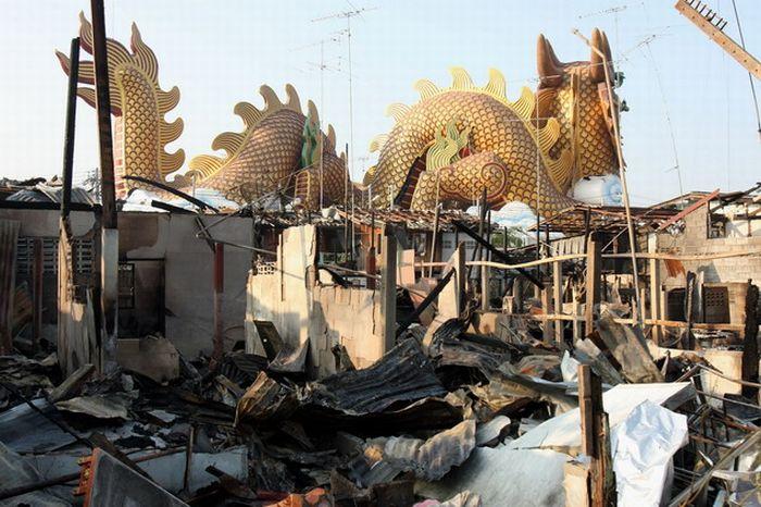 Трагедия во время празднования Нового года в Китае (14 фото)