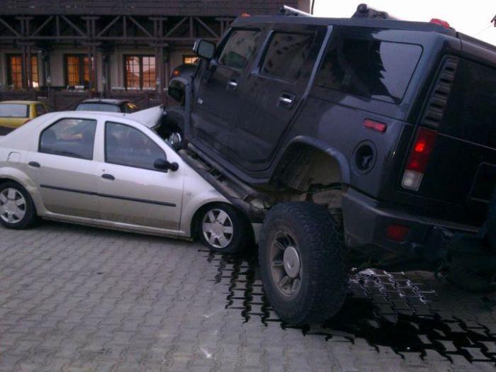 Радикальная парковка Hummer H2 (2 фото)