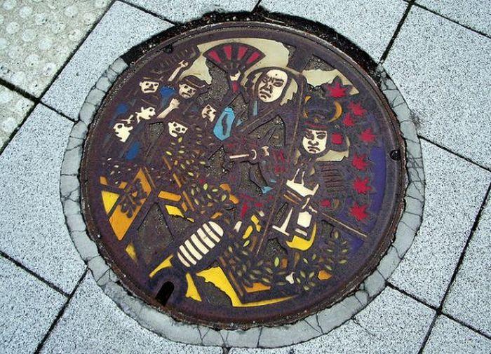 Дорожные люки Японии (28 фото)