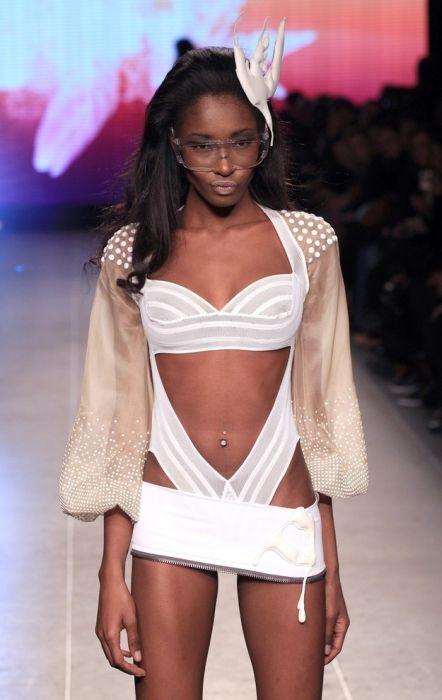 Провальные наряды на неделе моды в Париже (50 фото)