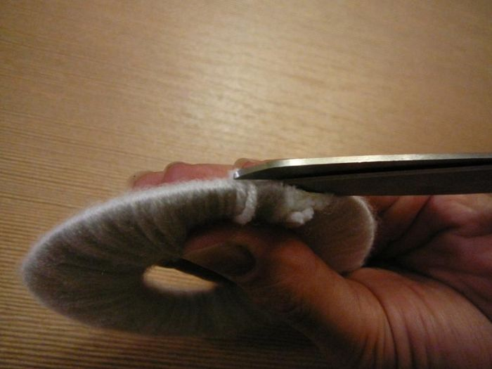 Как сделать пушистый помпон (8 фото)