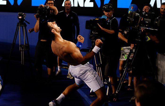 Новак Джокович отметил победу (4 фото + 1 гифка)