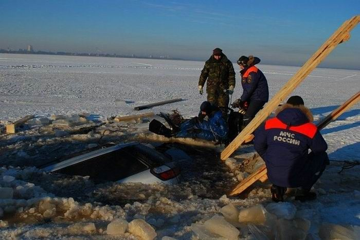 Катание по льду (4 фото)