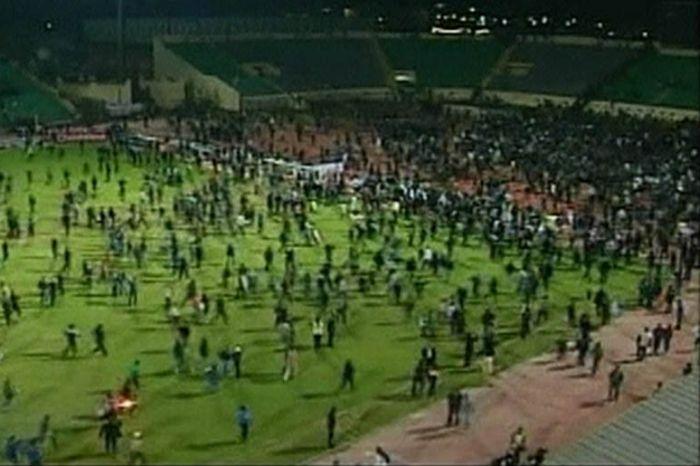 Трагедия во время футбольного матча в Египте (10 фото + видео)