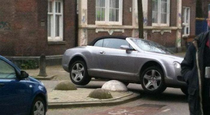 Уникальная парковка (3 фото)