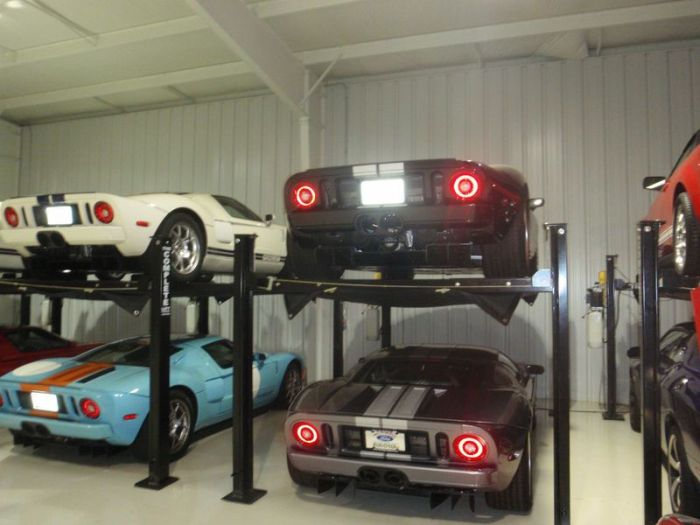 Скромная коллекция автомобилей (12 фото)