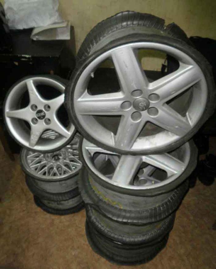 Похищенные автомобильные диски (2 фото)