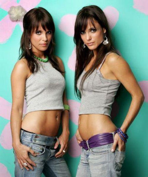 Сексуальные близняшки (63 фото)