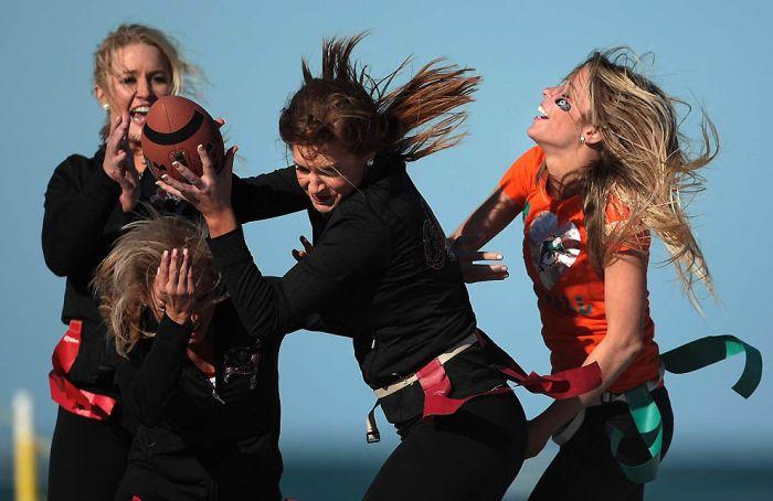 Битва девушек из группы поддержки (34 фото)