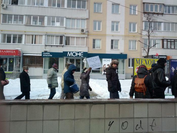 Митинги за и против (32 фото)