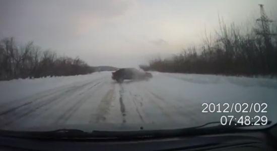 Водитель, который родился в рубашке (видео)