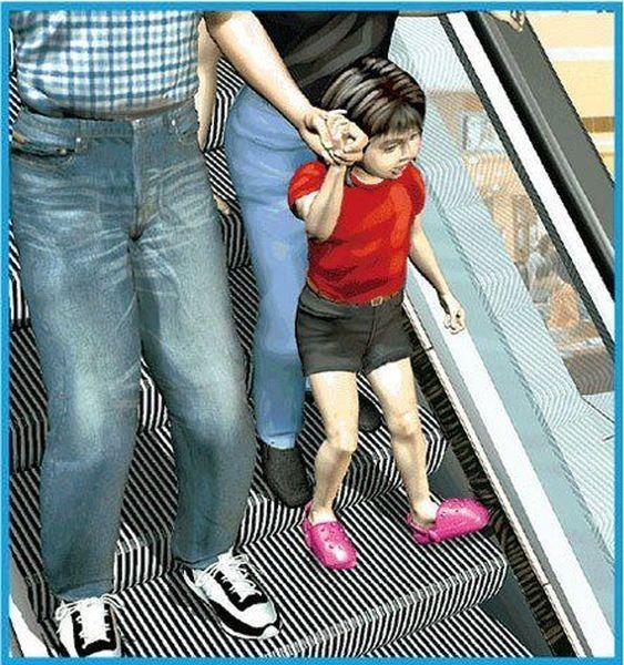 Несчастный случай на эскалаторе (7 фото)