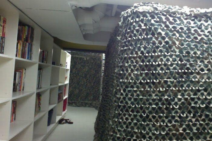 Военная крепость в подвале (20 фото)