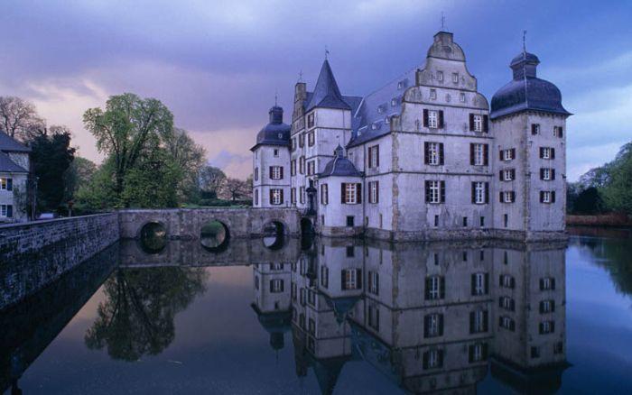 Древние замки в наши дни (20 фото)