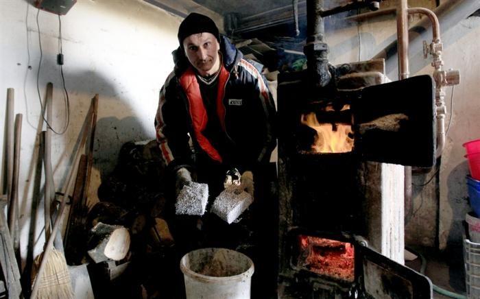 Топливо из денег (6 фото)