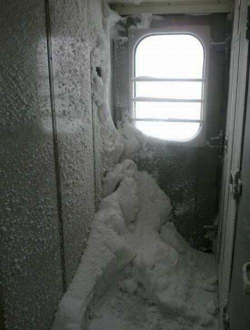 Зимой на поезде (4 фото)