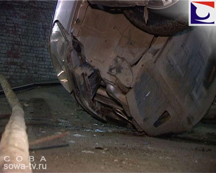 Опасная парковка (4 фото)