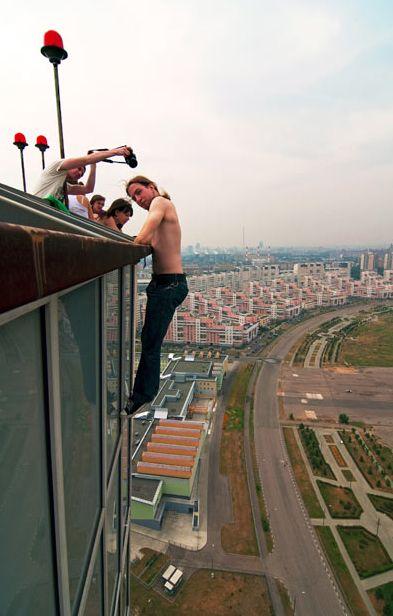 Городской альпинист (15 фото)