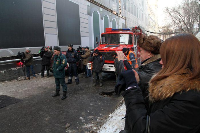 Провал в центре Москвы (5 фото)