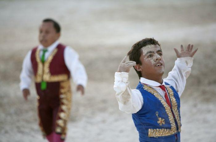 Карлики-тореадоры в Колумбии (22 фото)